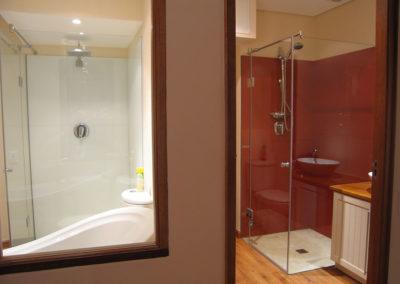 Bathroom-glass-splashback4