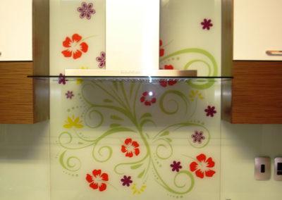 artistic-glass-design-kitchen-splashback